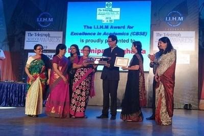 Dr Bose Felicitating Lakshmipath Singhania High School