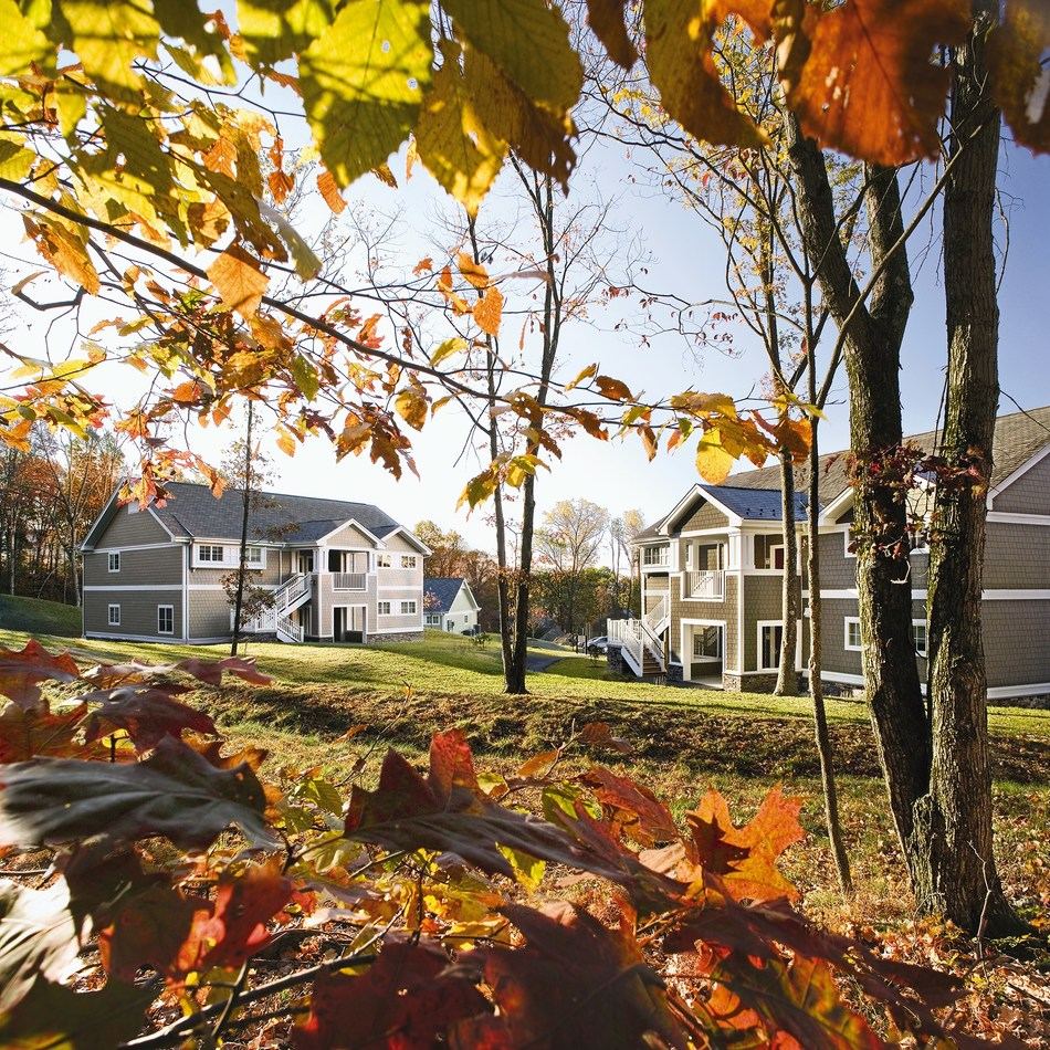 Offering spacious two-bedroom resort villas, Wyndham Vacation Resorts Shawnee Village lets you enjoy all the Pocono Mountains has to offer, including colorful autumn views.