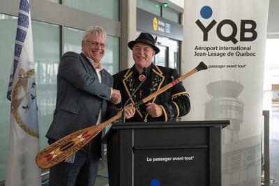 De gauche à droite :  M. Stéphane Poirier, président et chef de la direction de YQB M. Konrad Sioui, Grand Chef de la Nation huronne-wendat (Groupe CNW/Aéroport de Québec)