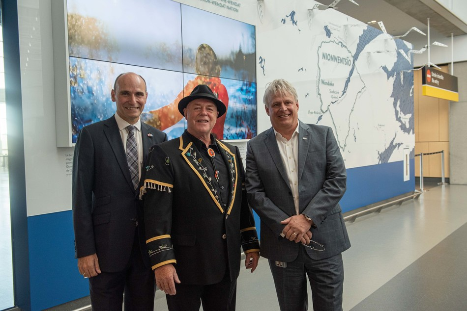 From left to right :  The Honourable Jean-Yves Duclos, Minister of Families, Children and Social Development Mr. Konrad Sioui, Grand Chief of the Huron-Wendat Nation Mr. Stéphane Poirier, President and CEO of YQB (CNW Group/Aéroport de Québec)