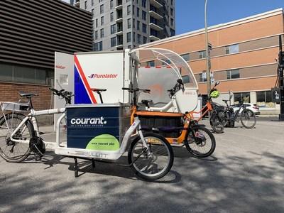 Des vélos cargos participant au projet pilote de livraison urbaine écologique de l'arrondissement de Ville-Marie (Groupe CNW/Ville de Montréal - Arrondissement de Ville-Marie)