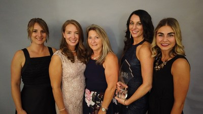 CARFAX Canada remporte le prix de l'équipe des RH de l'année lors de la cérémonie des Canadian HR Awards de 2019: Amanda Upson, Siobhan Williams, Cindy Jensen, Sarah Jansel and Kristin Van Gaalen. (Groupe CNW/CARFAX Canada ULC)