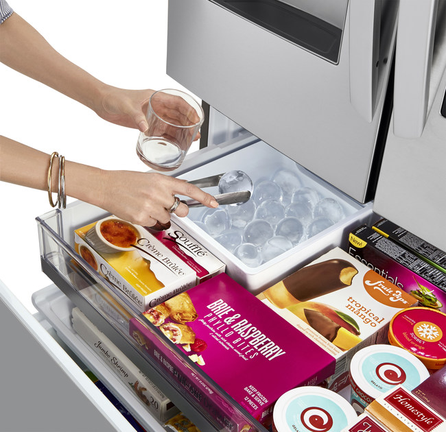 Along with cooling and styling upgrades, the new LG InstaView Refrigerators are the first and only to produce automatically three custom types of ice: slow-melting, round LG Craft Ice in the freezer drawer, and cubed and crushed ice in the door. (PRNewsfoto/LG Electronics USA)