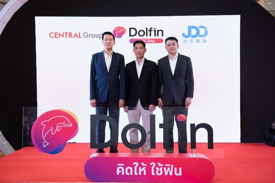From Left to Right: Mr. Yol Phokasub, President of Central Group, and Director of Central JD Fintech Holding Ltd.; Mr. Rungruang Sukkirdkijpiboon, CEO of Central JD Fintech Holding Ltd.; Mr. Simon Li, Senor Director of Overseas Business of JD Digits, and Director of Central JD Fintech Holding Ltd.
