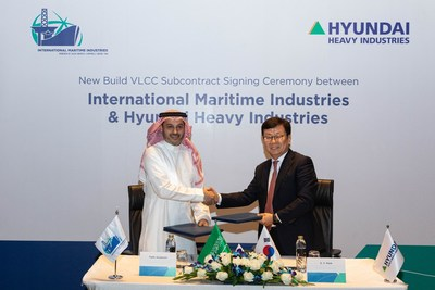 Sub-Contract Signing: HHI & IMI. L-R: Mr. Fathi K. Al-Saleem, Chief Executive Officer, IMI; Mr. S. Y. Park, Senior Executive Vice President, HHI