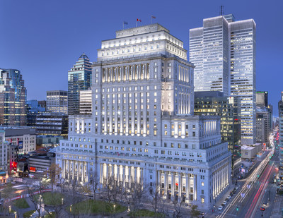 The energy-efficient exterior lighting system of the Sun Life Building, which highlights the entirety of this singular and imposing architectural marvel every time the sun goes down, was designed to celebrate the 100th anniversary of this iconic building in Montreal. Recipient of Illumination Award of Excellence for Outdoor Lighting Design 2019 from the Illuminating Engineering Society of North America. (CNW Group/BentallGreenOak)