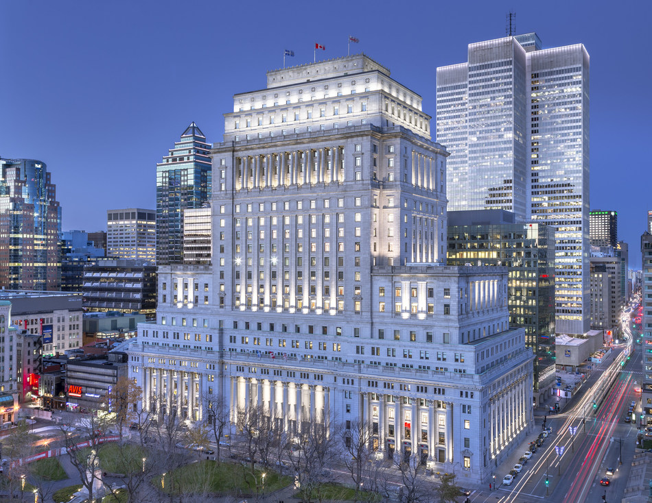 The energy-efficient exterior lighting system of the Sun Life Building, which highlights the entirety of this singular and imposing architectural marvel every time the sun goes down, was designed to celebrate the 100th anniversary of this iconic building in Montreal. Recipient of Illumination Award of Excellence for Outdoor Lighting Design 2019 from the Illuminating Engineering Society of North America. Photo Credit :  Stépan Poulain (CNW Group/BentallGreenOak)