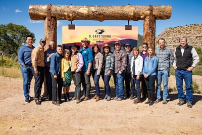 The Nature Conservancy con el equipo ejecutivo de Young Living. (PRNewsfoto/Young Living Essential Oils)
