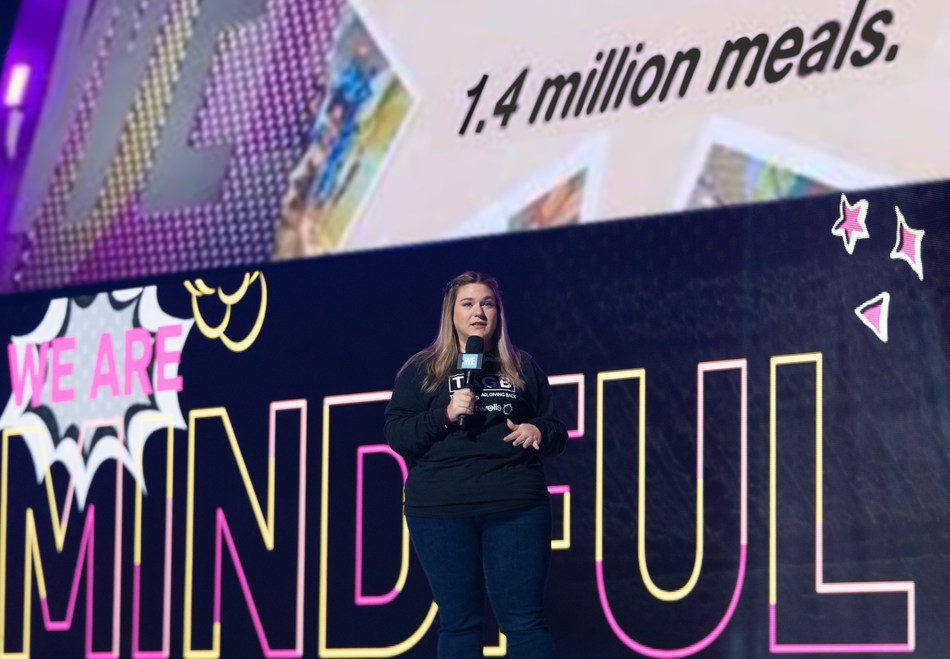 Alessa Crispo, Chartwells' Manager of Student Life & Experience, at WE Day Toronto celebrating Chartwells' milestone of enabling 1.4 million meals globally. (CNW Group/Chartwells Canada)
